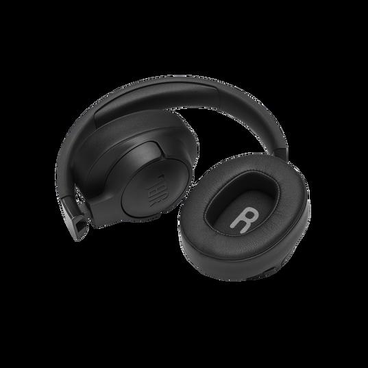 JBL TUNE 700BT - Black - Wireless Over-Ear Headphones - Detailshot 2